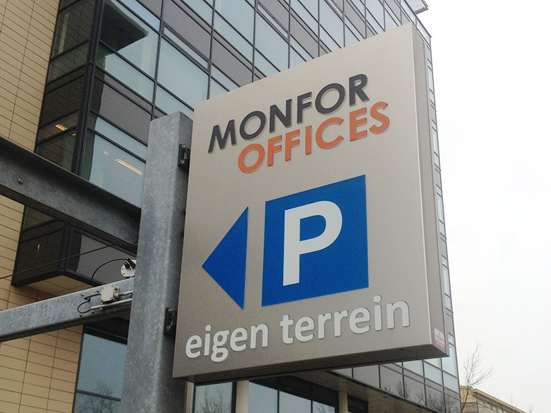 Monfor Offices ingang parkeerterrein